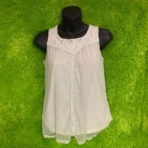 Silky white lace Cherokee top - Perfect w/ boots!